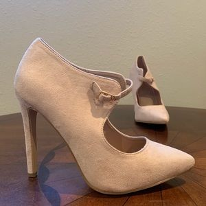 Journee collection Connly Nude heels NIB!